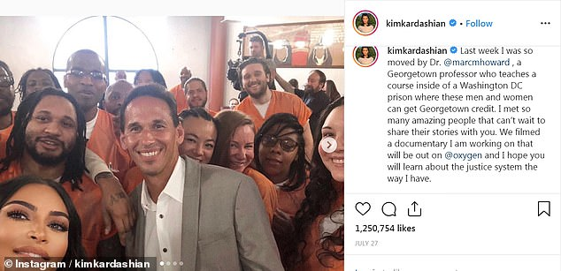 During her visit, Kardashian spoke with the inmates and took selfies with them