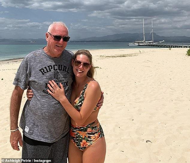 Mardi, des professionnels du droit ont exprimé leur soutien à l'heureux couple après qu'il eut été révélé que M. Higgins avait proposé à Mme Petrie en septembre