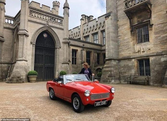 A large pebble yard seems to be the current entrance to the large estate. Emma admires the new MG car of her daughter Eliza in a magnificent outdoor shot of the castle of Belvoir