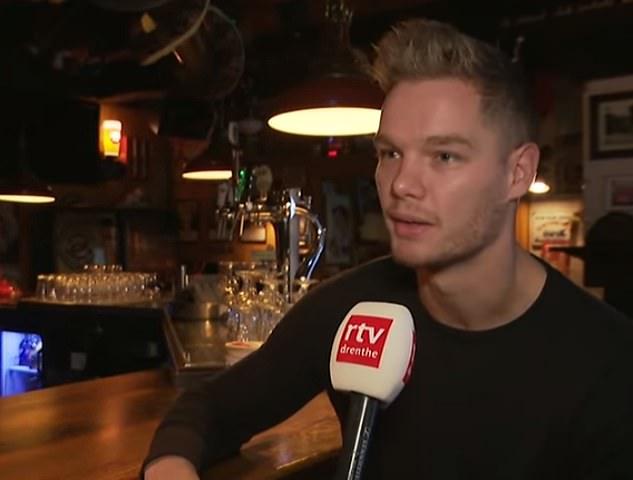 """Le propriétaire du bar, Chris Westerbeek, s'est rappelé que cet homme de 25 ans était venu plusieurs fois au cours de plusieurs jours et avait l'air """"confus""""."""