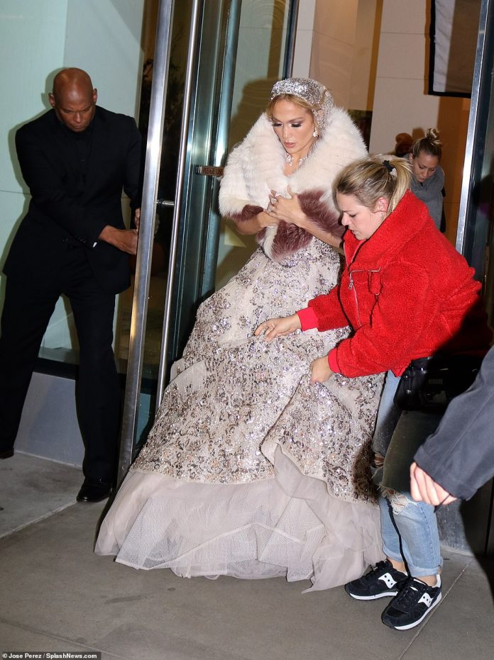 Eyes on her! Not foregoing any element of glamour, Jennifer teamed the gorgeous opulent gown with a white and brown faux fur stole while emerging into the Big Apple chill