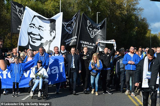 Leicester fans paid tribute to their late chairman Vichai Srivaddhanaprabha on Saturday