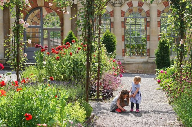 Edward Gorochowski photographed these two children inTyntesfield - a Victorian Gothic Revival estate - in North Somerset for his entry