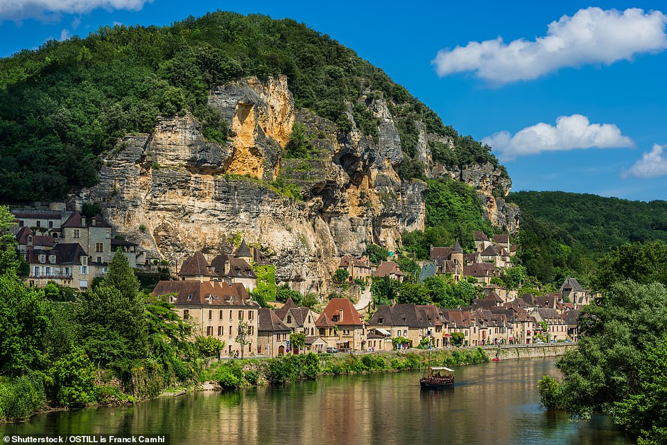 Behold La Roque-Gageac, a village by the Dordogne river distinguished by proximity to a dramatic cliff and streets festooned with tropical and Mediterranean plants. Take a boat for unmatched views of this gem
