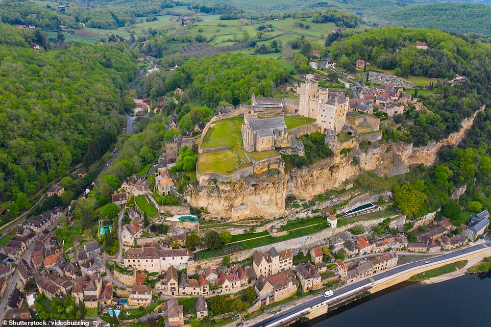 Beynac-et-Cazenac is most definitely olde-worlde - the site has been occupied since the Bronze Age. Present-day visitors will find an Instagram-baiting tiered settlement with an imposing castle that lords it over the Dordogne river