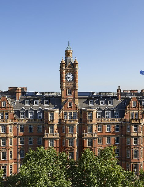 In 1995 the hotel was bought by the Lancaster London Hotel Company and renamed the Landmark London Hotel.