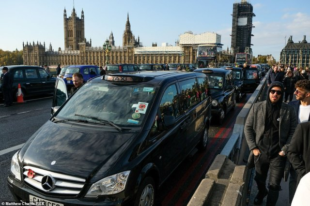 Black cab drivers parked on Westminster Bridge have been offering free rides for veterans leaving the Remembrance Day service on Whitehall nearby