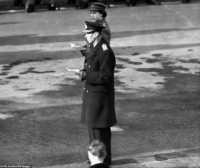 The then Princess Elisabeth, not yet a queen, is during the service on the day of remembrance with King George VI. Displayed. The king died in February 1952
