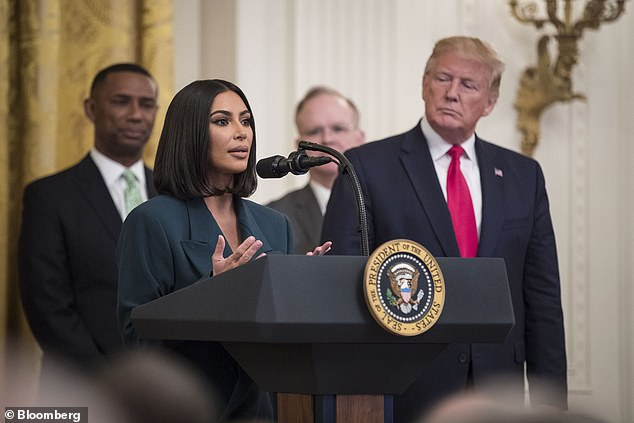 Elle a une voix: la star est depuis longtemps une championne de la réforme pénitentiaire après avoir réussi à convaincre le président Donald Trump de commuer la peine d'emprisonnement à perpétuité de la délinquante non violente Alice Marie Johnson en juin 2018 (photo de Trump en 2019)