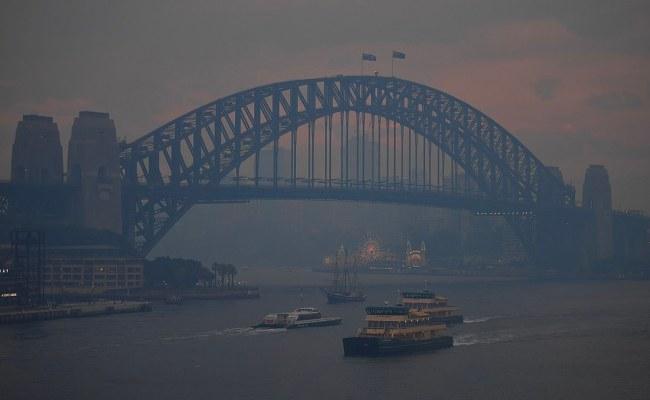 Thick Hazy Smoke Engulfs Sydney Again Due To Bushfires