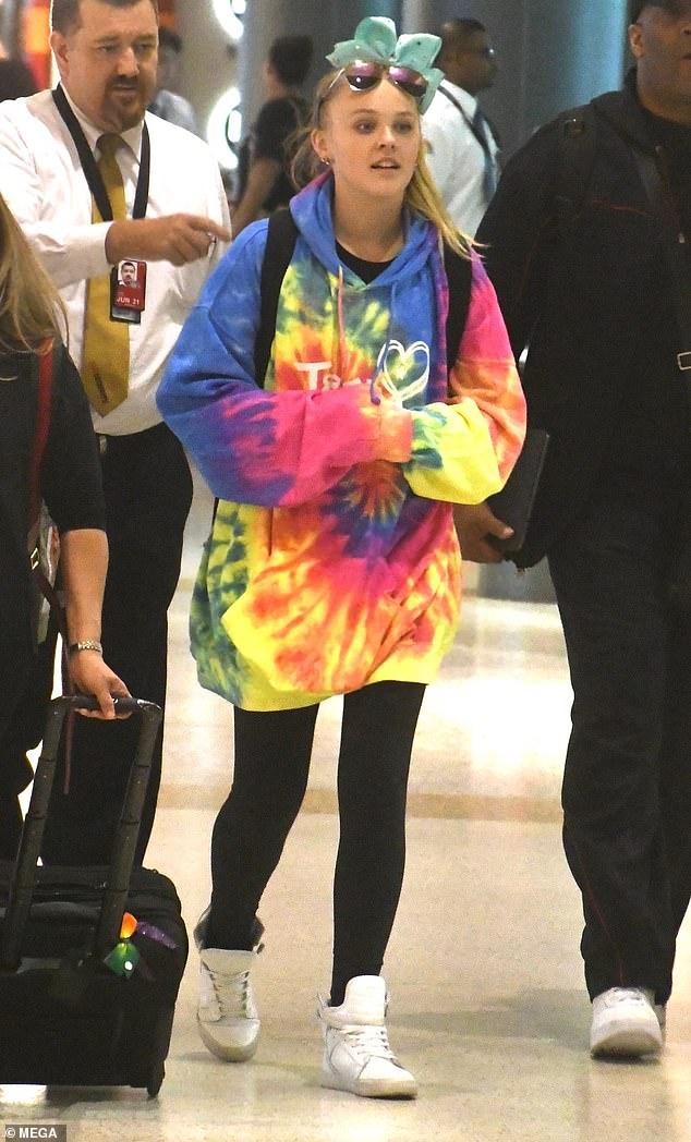 Jojo Siwa Australia Tour 2020 Melbourne : australia, melbourne, Arrives, Australia, D.R.E.A.M., Daily, Online