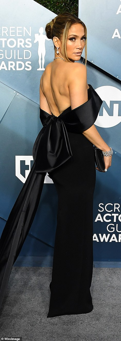 The singer/actress/dancer carried a black clutch with her locks pulled back