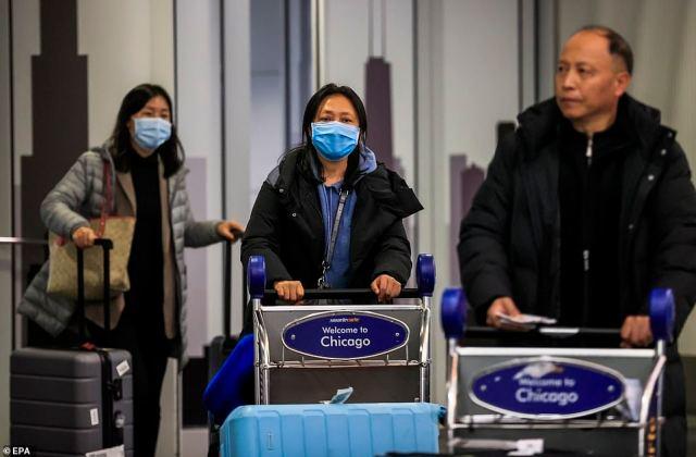 Po raz pierwszy Amerykanin złapał sprawę, nie podróżując do Chin.  Nz. Pasażerowie przybywają na międzynarodowe lotnisko O'Hare w Chicago 24 stycznia