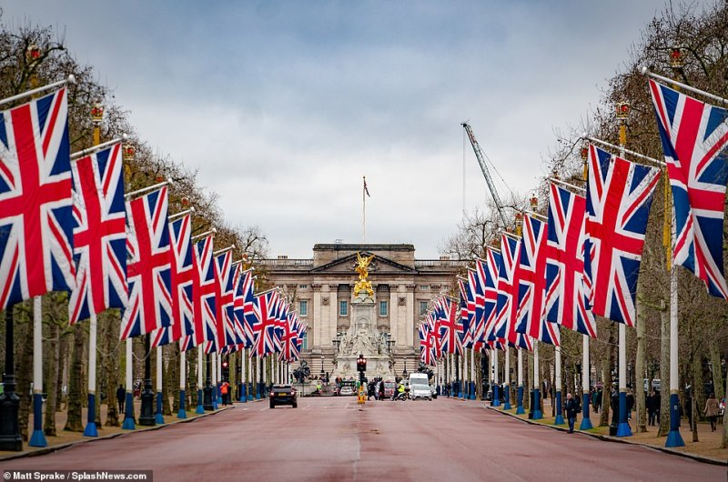 The moment of Brexit will be marked with celebrations in London. Union flags have been put up along The Mall towards Buckingham Palace