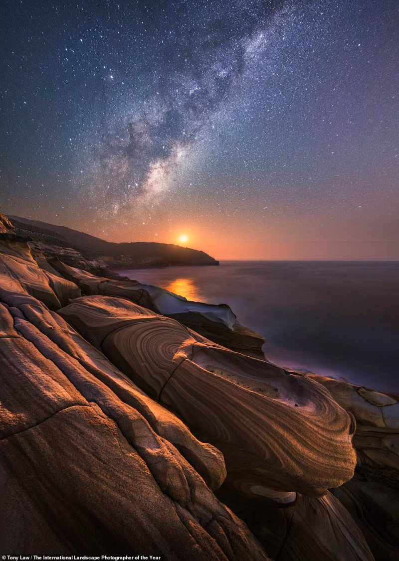 Killcare Heights in Australia is featured beneath the stars at sunset in this jaw-flooring image by Australian photographer Tony Law