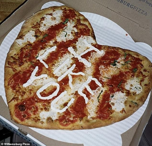Savory and simple: The messages are written in ricotta cheese on top of a normal margherita