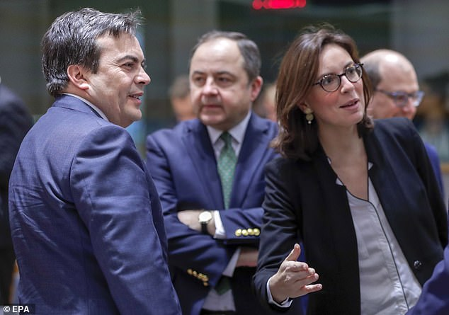 Vincenzo Amendola (left) and Amelie de Montchalin (right), ministers from Italy and France respectively, were among those meeting in Brussels today