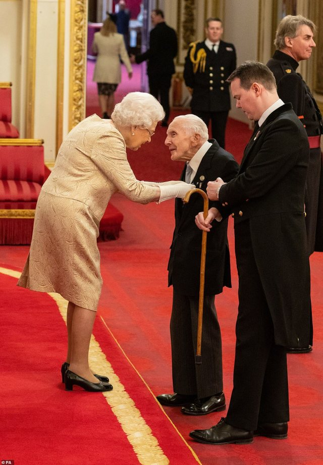 The Queen, who has carried out investitures since 1952, has worn gloves for the first time as she handed an MBE to D-Day veteranHarry Billinge today
