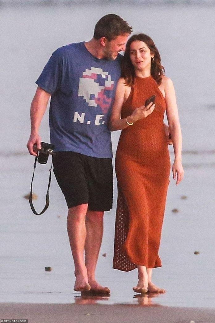 Se rumoreaba que se habían embarcado en un romance después de trabajar juntos en la película Deep Water.  Y Ben Affleck y Ana de Armas no pudieron ocultar su amor el martes en Costa Rica