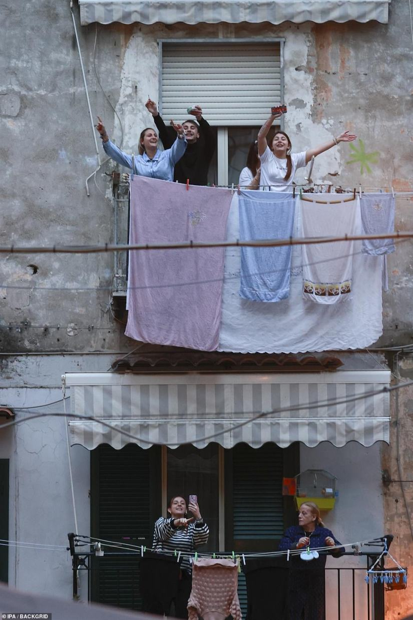 Italians applaud and sing a moving interpretation of the Brothers of Italy from their balconies in Naples today during the coronavirus block