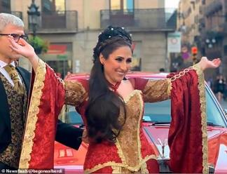 WATCH: Opera Singer Begona Alberdi Brings her Neighbours to Tears with Impromptu Performance from her Apartment Window in Barcelona During Coronavirus Lockdown in Spain