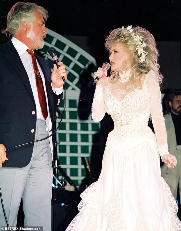 Longtime partnership:The two singers toured together, including in Australia and New Zealand in 1984 and 1987, and were featured in a HBO concert special, as they are seen together in August 1988