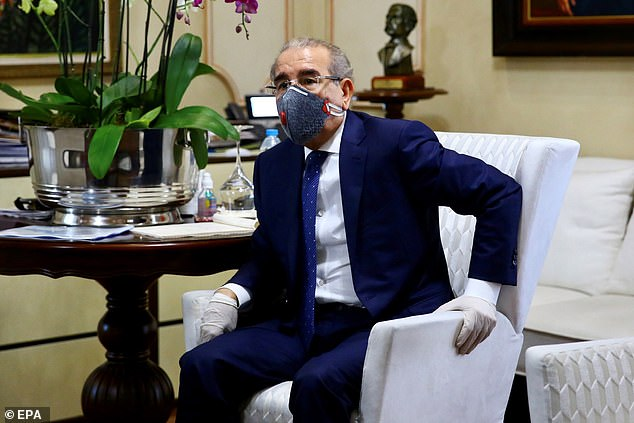 President Danilo Medina imposed a curfew last Friday as a measure to prevent and control the deadly coronavirus disease, which has produced six deaths and 312 confirmed cases