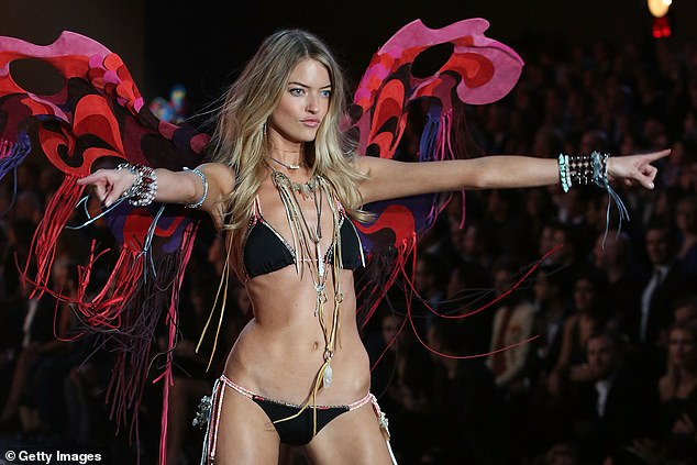 Supermodel Martha Hunt (pictured on the Victoria's Secret runway in 2015) uses barre exercises like the passé plank to tone her stomach