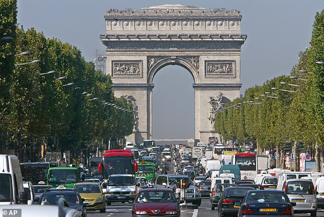 Before the lockdown, this is what you would expect to see at the Arc de Triump. Busy roads and smoggy skies have both cleared up in recent weeks