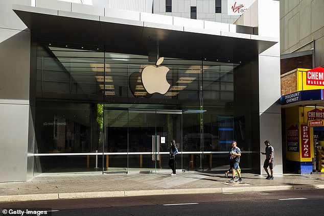 Apple had set March 27 for the reopening date of its retails stores outside of China, but a new memo reveals the firm has pushed the date back due to the continuing spread of the coronavirus. The stores are set to now openin the first half of April