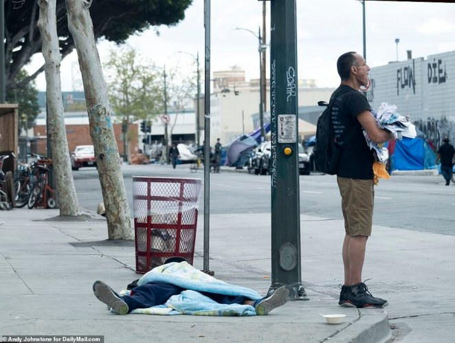When DailyMail.com visited Skid Row, hundreds of homeless people could be seen out on the street ¿ virtually all with little or no protective equipment