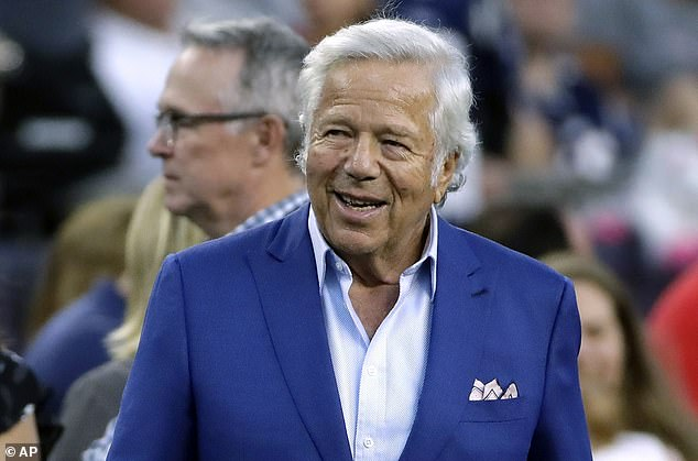 Patriot owner Robert Kraft and Massachusetts governor Charlie Baker agreed to donate 300,000 masks to neighboring New York State, where 1,941 people died in 83,712 COVID-19 cases on Wednesday evening. And as in Massachusetts, which has experienced more than 120 deaths from coronaviruses, New York healthcare workers face a shortage of N95 masks