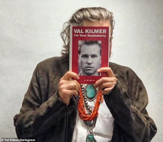 `` The truth is that I am part of everyday life '': Val Kilmer, the fervent of the 80s, reveals that he has been single since the year 2000 in his new memoir, I'm Your Huckleberry (photo from 16 March)