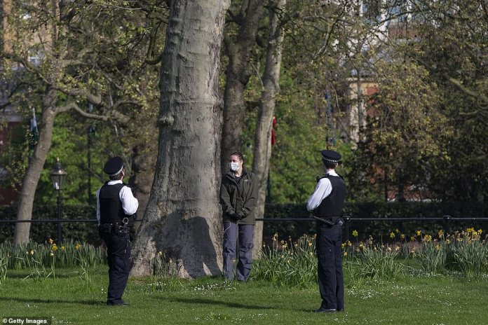 On Sunday, the police are again patrolling the parks and the great outdoors while people go to the spring sun. To date, more than 1.5 million people have been infected with a coronavirus worldwide, and Britain hopes locking measures will slow the spread of the disease.