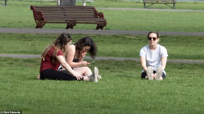 Another group is seen lounging on the grass in Battersea Park on Easter Sunday. People have been advised to stay two meters apart and not to see friends or family, in an attempt to prevent the spread of Covid-19 across the country