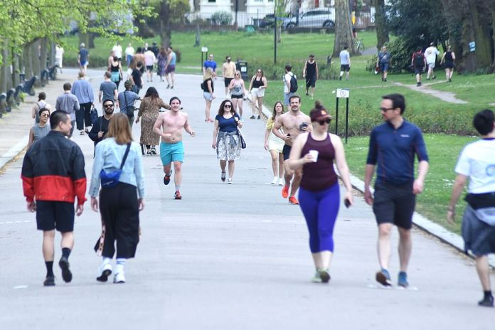A busy Victoria Park on Easter Sunday makes it difficult for people to stay two meters apart - the recommended distance to try to slow the spread of the coronavirus. Joggers run topless in the park alongside walkers