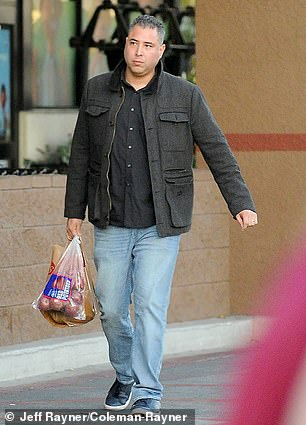 In the photo for the first time, the father of two, Luis Segura, was seen having lunch with a friend and running errands before the city ended up in coronavirus containment