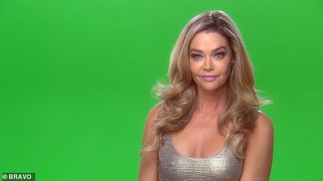 Quatrième mur: l'émission Bravo a brisé de façon spectaculaire le quatrième mur alors que Denise était montrée devant un écran vert à laquelle un producteur lui demandait si elle était prête à parler