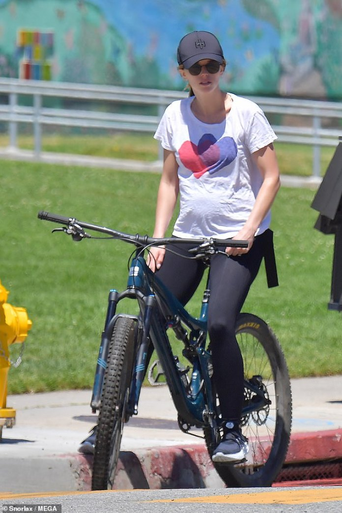 Katherine Schwarzenegger goes on a bike ride with husband Chris ...