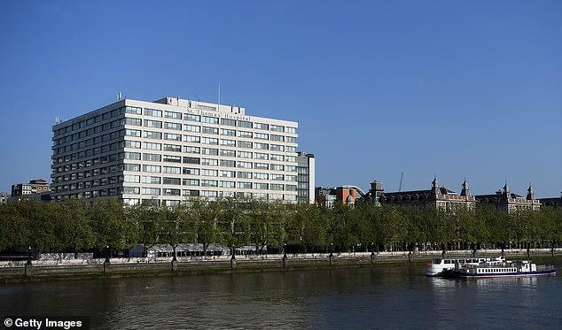 El Hospital de St Thomas en Londres se representa a orillas del río Támesis el jueves pasado