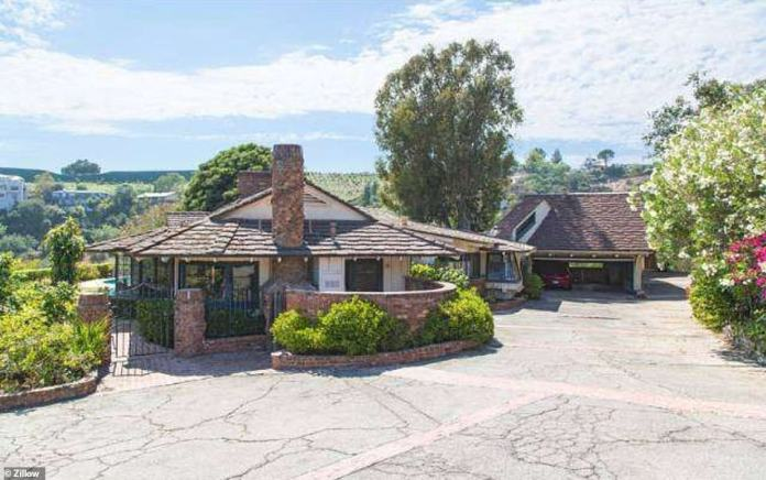 The second house was listed for $ 9.5 million and belonged to the late Willy Wonka actor Gene Wilder, who died in 2016.