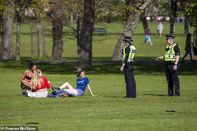 Police give locking advice to people enjoying the sun in Edinburgh this month