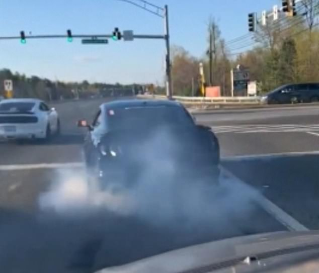 The black Mustang then does a burnout on its wheels in anticipation of setting off, but locks up when the lights change and then desperately tries to catch up with the other cars