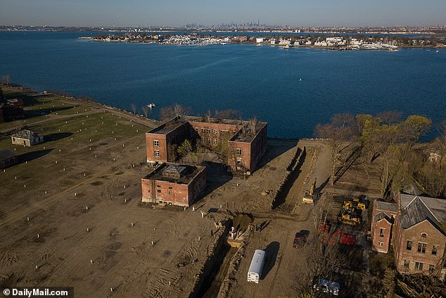Bodies on Hart Island were buried by prisoners are the city buckled to cope with the number of dead