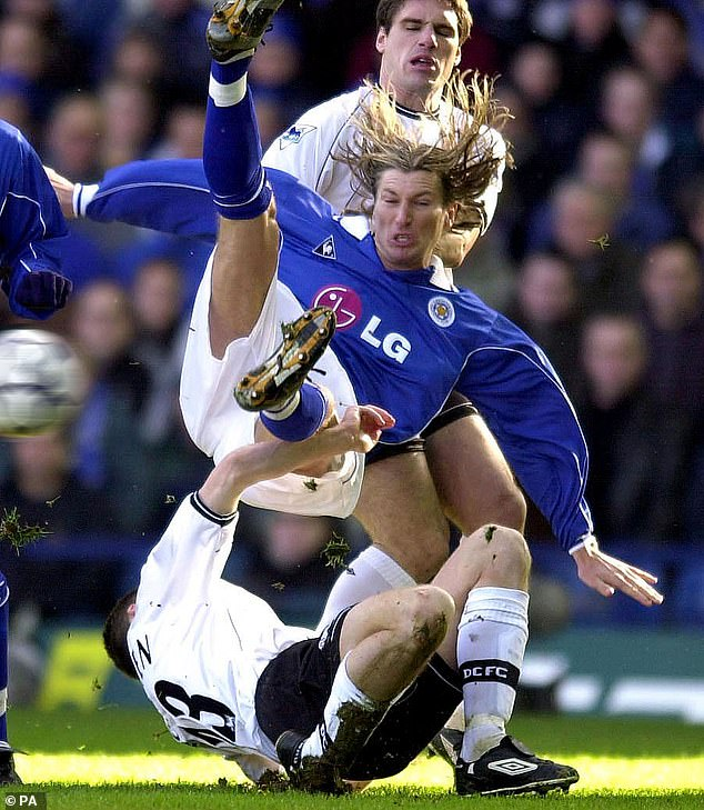 Mr. Savage made his mark as such a flamboyant midfielder for Leicester City in the 1990s and early 2000s