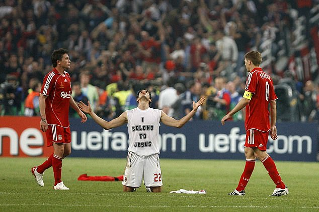 Kaka thinks AC Milan's victory in the 2007 Champions League final was a `` sign of God ''