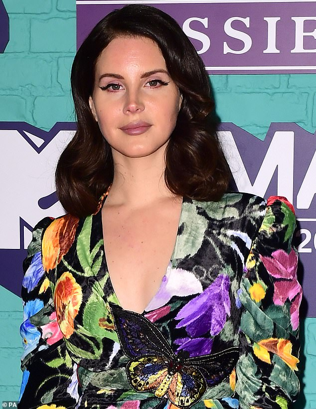 Like wildfire: this week, she also participated in part of the Lana Del Rey controversy, after the artist Summertime Sadness was herself accused of racism