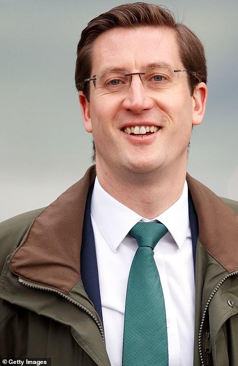 Les réclamations ont circulé à la suite de la nomination du secrétaire privé du duc de Cambridge, Simon Case, au poste précédemment inactif de secrétaire permanent du n ° 10.