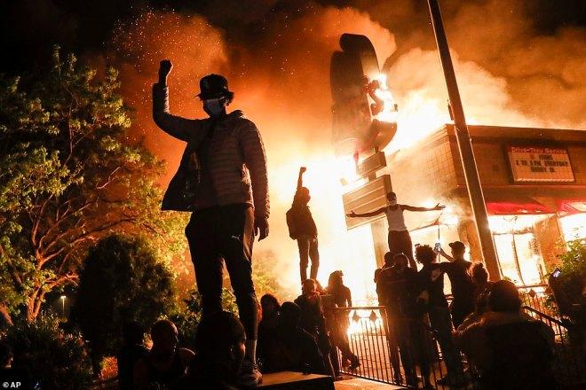 George Floyd death: Minneapolis under curfew amid protests | Daily ...