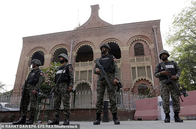 Pakistani soldiers stand guard outside the Lahore High Court in 2018.A Christian man has been sent to death in Pakistan for sending 'blasphemous' texts to a former supervisor at work